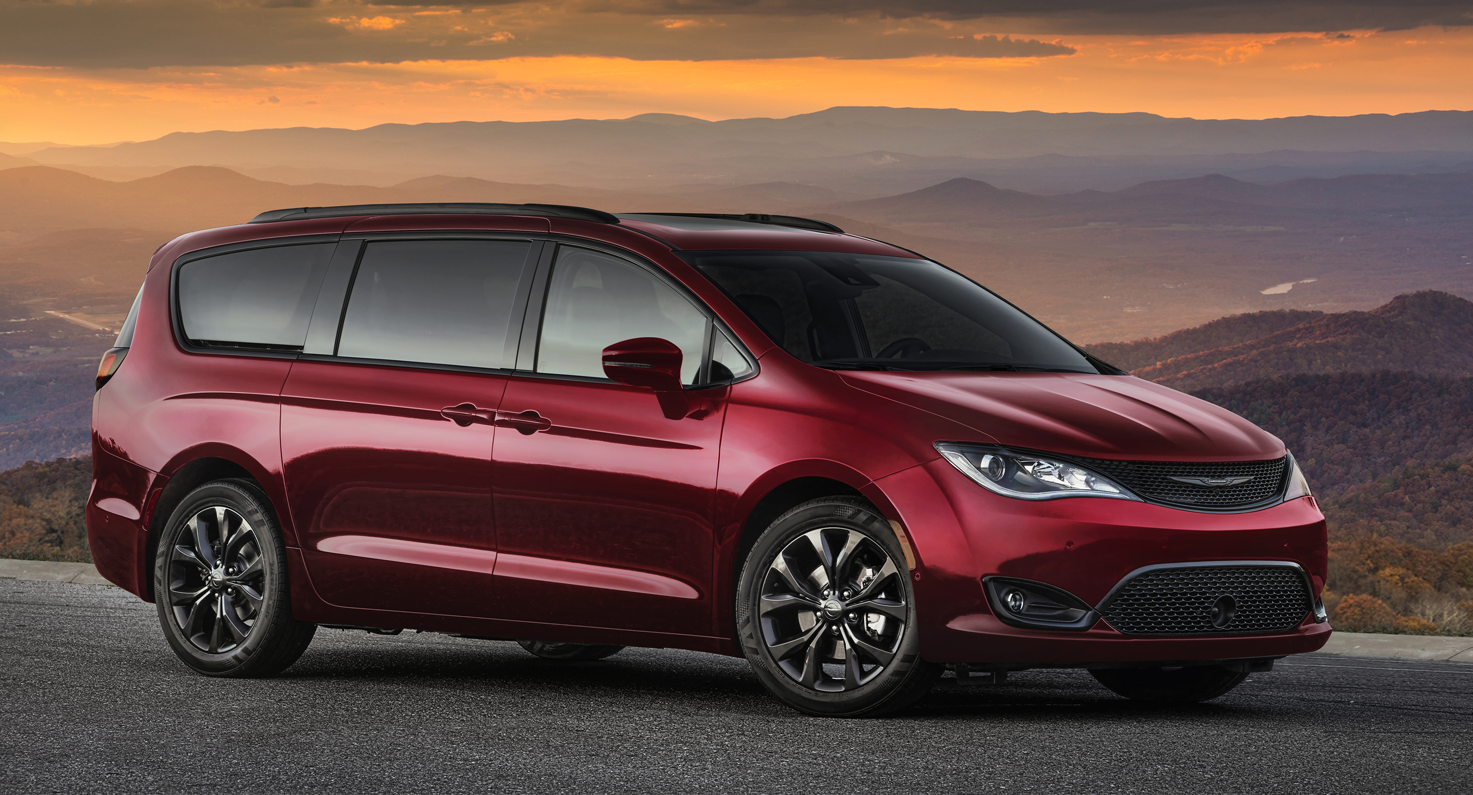 FCA US celebrates 35 years of minivan leadership with 2019 Chrysler Pacifica and Pacifica Hybrid 35th Anniversary Editions